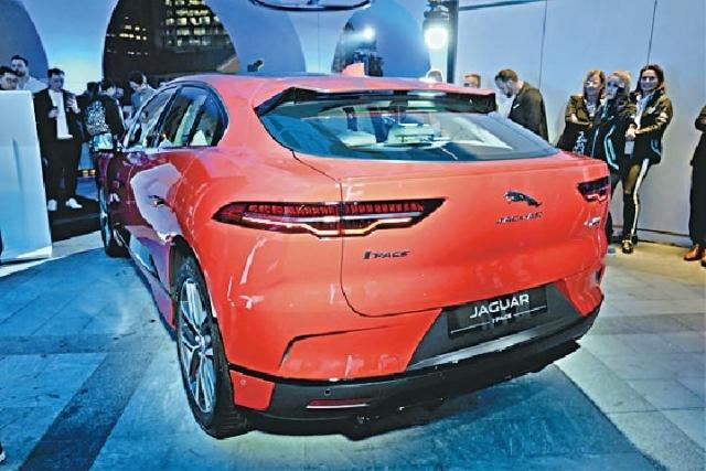 ■I-Pace長4,682mm、闊2,011mm、高1,565mm,軸距2,990mm,體積較同廠F-Pace細小,車廂裝潢精緻豪華。
