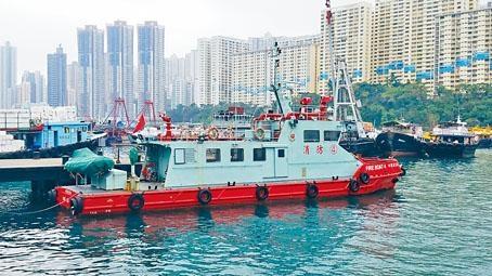 ■消防輪準備出海搜救失蹤泥鯭艇夫婦。