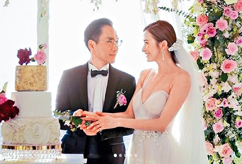 ■沈卓盈與老公在泰國布吉完婚。