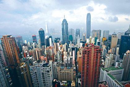 香港連跳三位,首度成為全球生活費最昂貴的城市,與巴黎、新加坡同居首位。