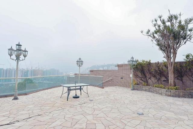 ■大屋花園面積4829方呎,閒時可坐於花園居高臨下地欣賞山下景色。
