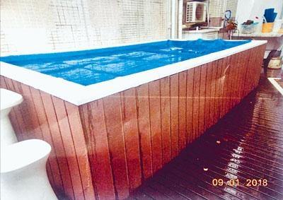 別墅內僭建的水池。