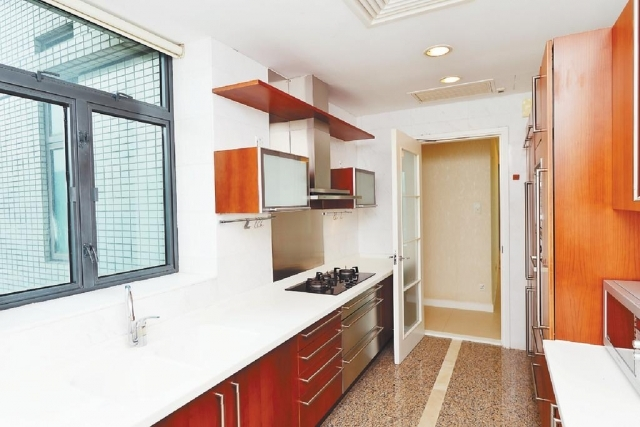 ■廚房以長形開則,配套保持新淨。