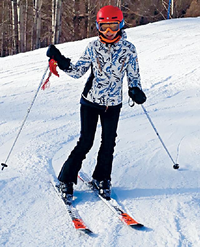 ■陳細潔今年初與友人到意大利滑雪。