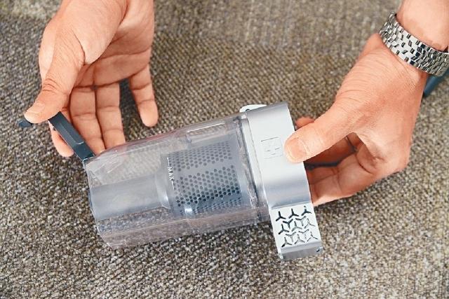 ■前置式集塵盒後方有個左右出風口。