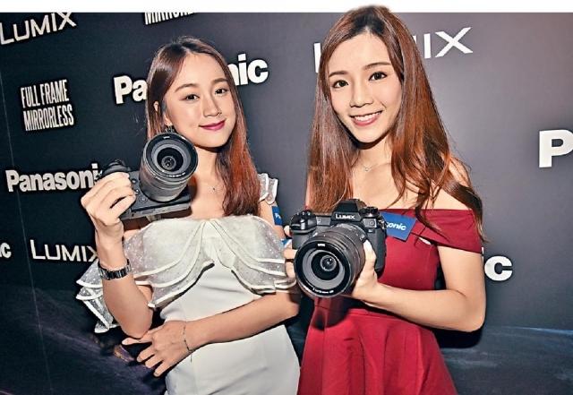 ■電影攝影師邱忠業(左)在發佈會上分享心得,指出新一代無反相機拍片支援10bit色深及4K解像度,配合多軸防震,足可進行電影拍攝。