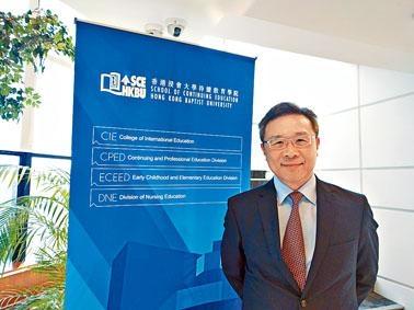 浸大持續教育學院院長鍾志杰相信,教育界正摸索專責小組的建議,現時不急於變化。