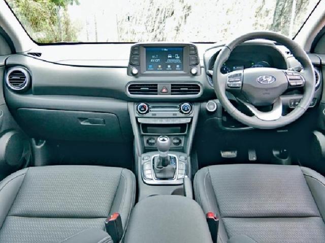 ■車廂布置時尚,7吋觸控屏幕支援Apple CarPlay功能。