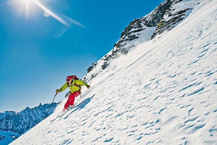 滑雪場內也有不同難度的滑道。