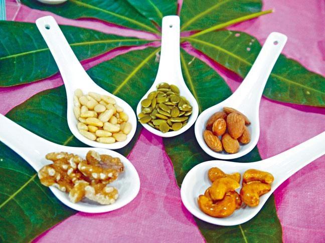 ●營養師建議選購堅果時應以原味無添加調味的為佳。