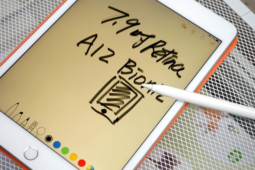 手握第一代Apple Pencil,隨時都可記事或繪畫創作靈感。