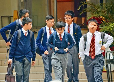 新學年升中派位階段展開,全港總計全開英文班學額近一萬個,爭位入學較去年更激烈。