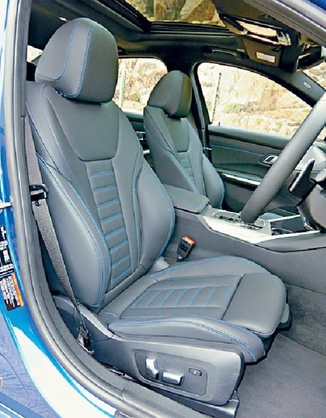 ■Sport款式座椅襯上藍色縫線裝飾。