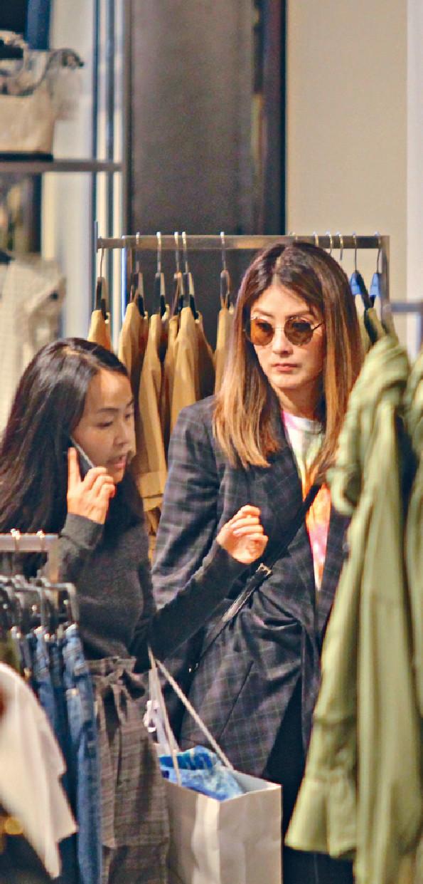 ■是日中性打扮嘅Kelly,同助手去完灣仔再落中環shopping。
