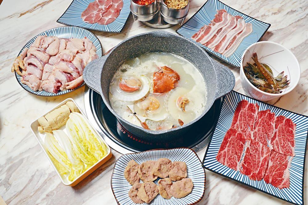 ●粥底火鍋套餐包括了十五款食物,有海鮮、肉類、蔬菜及多款配料,豐富多元,物超所值!($198/位/試食價,另收加一)