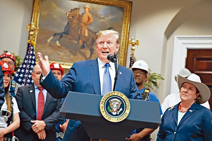 ■美国总统特朗普周五在白宫公布5G网络大计,强调美国必胜及须防御「敌人」。