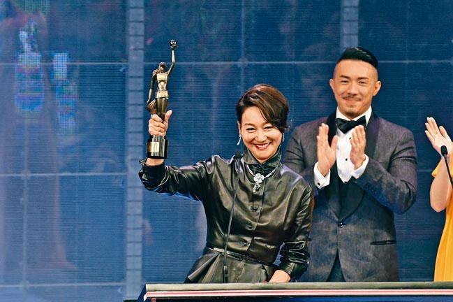 惠英紅與袁富華雙雙憑《翠絲》,奪得配角獎。
