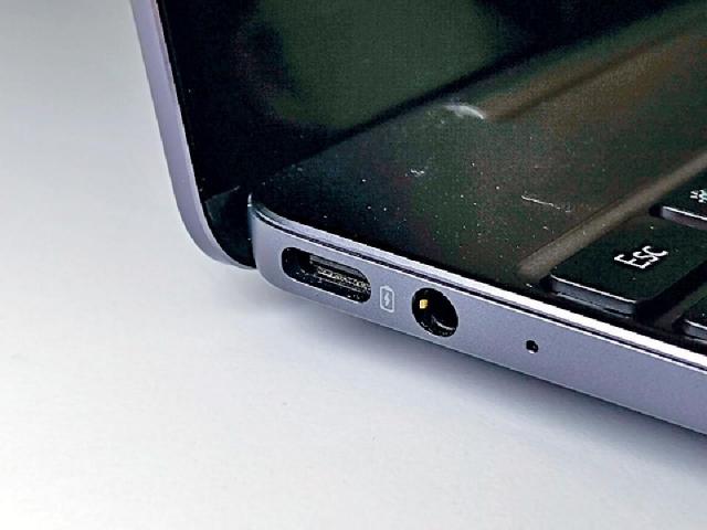 ■充電介面採用 USB-C。
