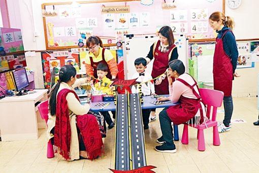 佛教林黃明慧幼稚園經常舉辦家長聯誼活動,非華語家長亦踴躍參與。