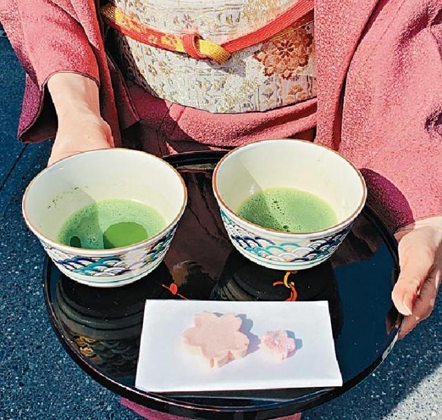 ■細味醬油甜點後可品嚐幽香的綠茶(每杯480日圓/約34港元)。