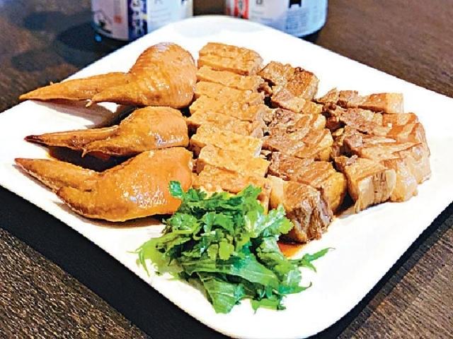 ■新加坡汕頭海鮮王振國師傅炮製的潮州滷肉散發香蘭葉的香氣,以及九州頭抽的獨特豆香。
