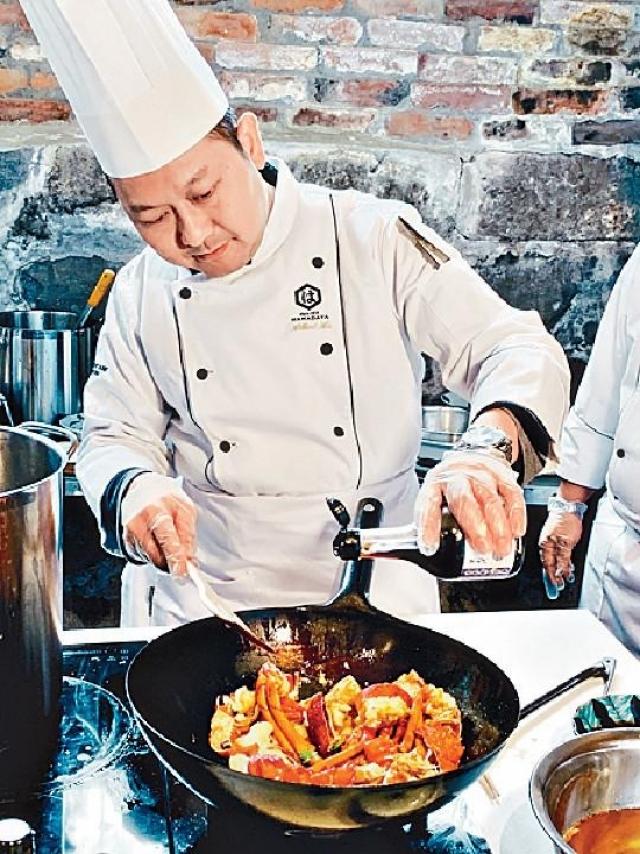 ■米芝蓮三星唐人館歐國強師傅煎焗伊勢龍蝦時,以極上頭抽醬油增添香氣。