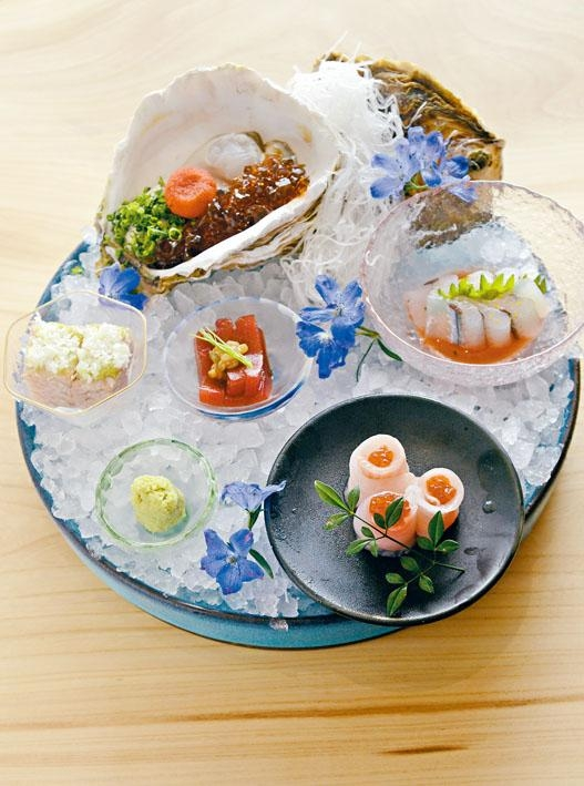 這裏刺身並非簡單把魚肉切片奉上,而是做一種名為「造」的料理,即把魚生加配其他材料,口感層次更豐富。