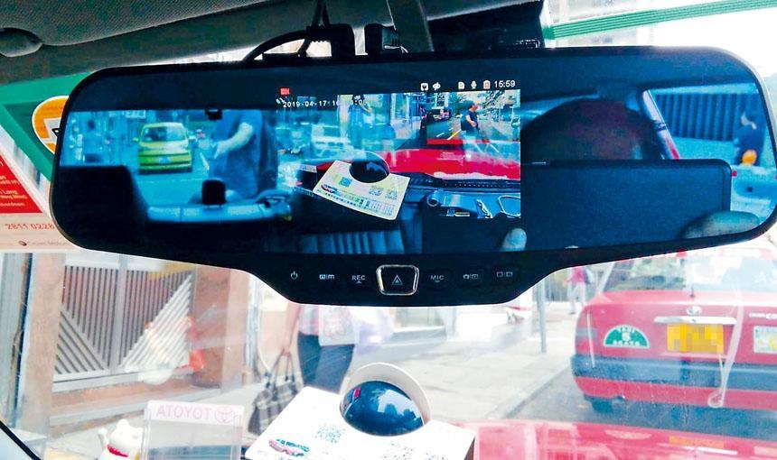 部分的士車廂車Cam鏡頭,設於車內倒後鏡,甚為隱蔽。