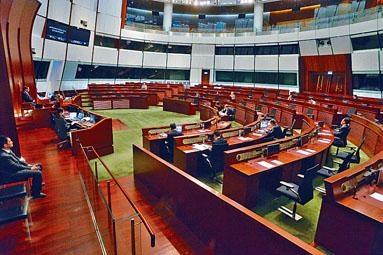 立法會主席梁君彥決定於傍晚復會。
