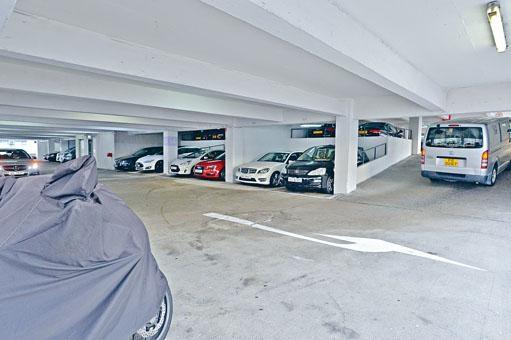 審計署認為私家車泊車位短缺是值得關注的問題。