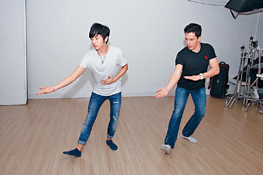 ■栢文斌在另一故事中,教男主角尹溥善跳舞。
