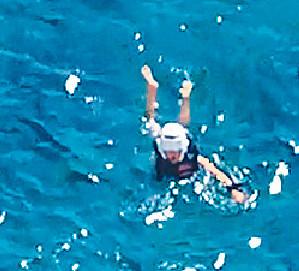 ■蔣家旻跌落海一刻好驚險。