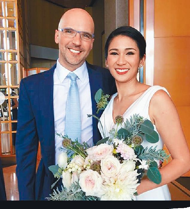 ■姬素來港後認識外籍丈夫Carsten,兩人於去年10月結婚。