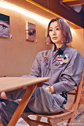 Sammi曾在內地節目中表示,若不當藝人,最想做家庭主婦。