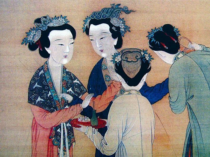 明唐寅繪的《孟蜀宮伎圖》中,可見最左邊的宮女所戴的頭飾就是蓮花冠,髮髻間插有茉莉花。