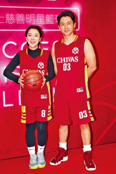 森美洗脫嫌疑,昨日神態自若跟王敏奕出席籃球慈善賽。