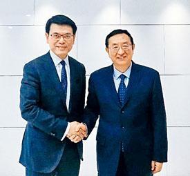 邱騰華昨天在北京與國家文化和旅遊部部長雒樹剛會面。