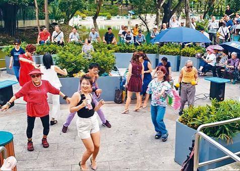 屯門公園的表演噪音困擾居民多年。