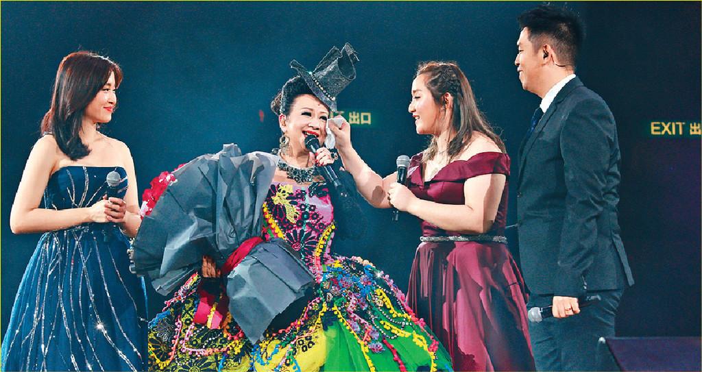 ■澳門個唱,家燕姐一家人亦會同台演出。