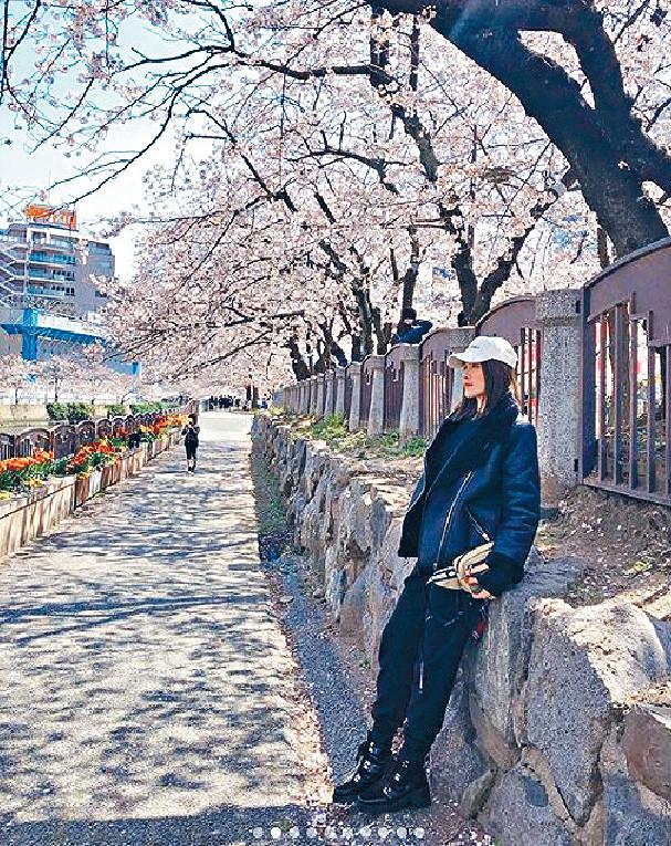■日前,Maggie和老公飛去日本睇櫻花二人世界。
