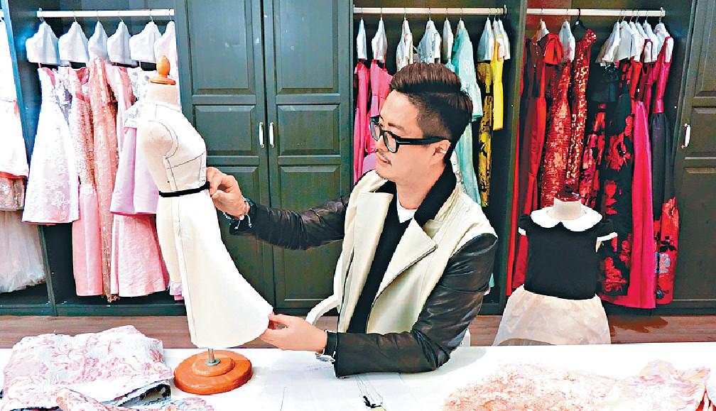 ■今年何國鉦除了忙婚紗設計,他也努力發展去年開設的廣告公司。