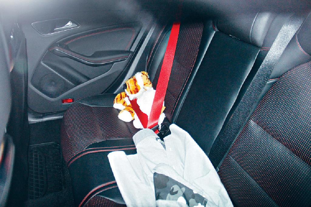 訂情公仔 馬明車廂內仍然擺放着傳聞中的訂情公仔。
