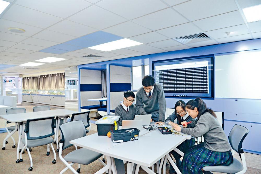 香港中文大學校友會聯會陳震夏中學「未來教室」今年一月啟用。