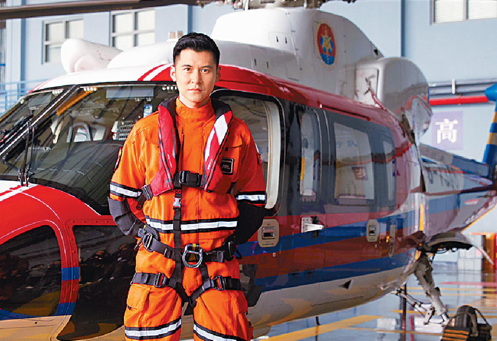 ■家樂今次飾演海上救援隊成員,着上制服相當有型。