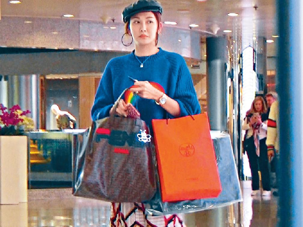 ■公司相庫有一大堆Rain行名店Shopping嘅資料相。