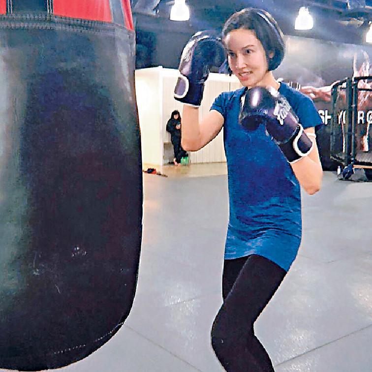 ■平日斯文又弱不禁風嘅Michelle,月前學打拳、射擊等,唔通嚟緊新戲會轉型做打女?!