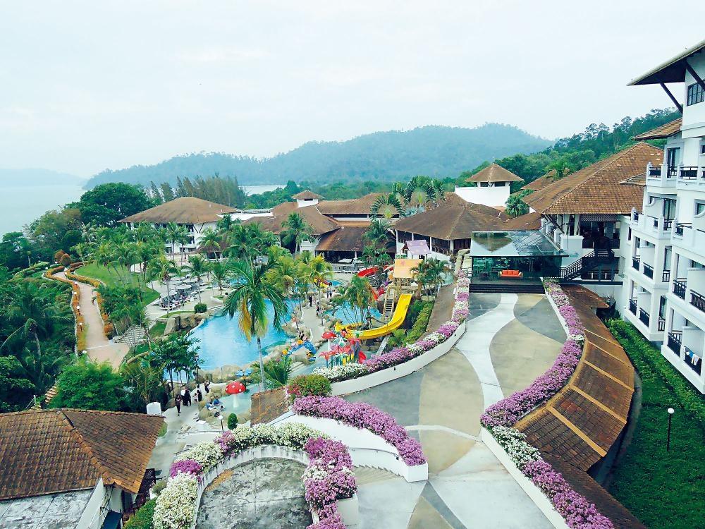 酒店設有超級偌大的泳池區域,可暢玩多元化的水上遊樂設施。