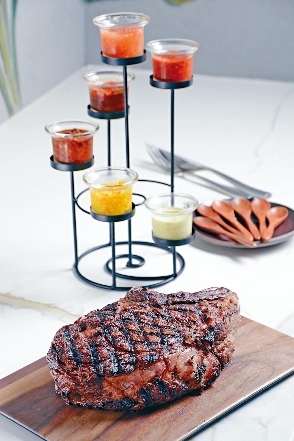 美國有骨肉眼扒選用頂級美國肉眼扒,烤得外脆內嫩,肉質豐腴不過膩,滋味無窮。