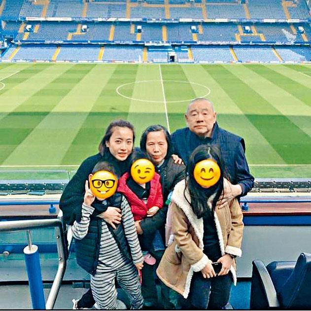 大劉、甘比與仔女及甘比母,同遊車路士球場。