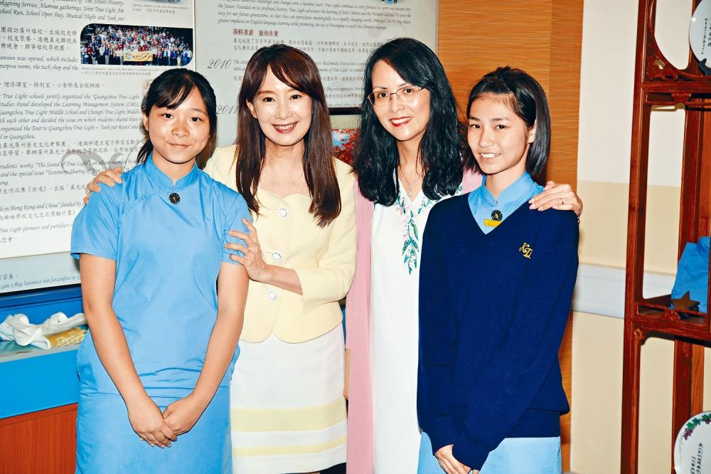 陳美齡前晚於香港一所中學舉行講座,分享經驗。